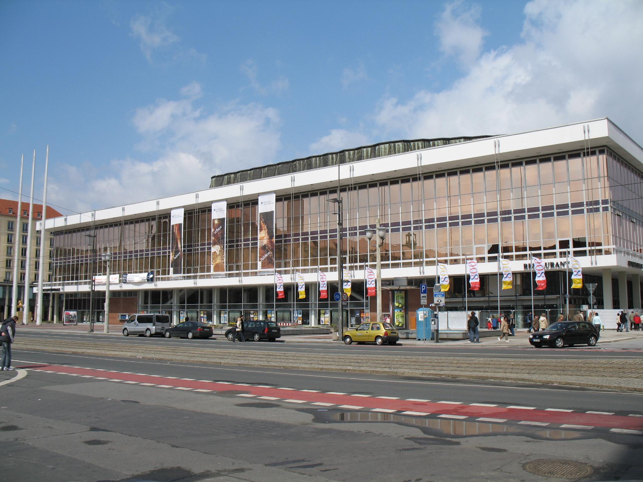 Kulturpalast gesehen vom Altmarkt